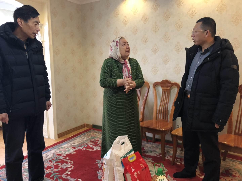 2019年春节万博官网手机登录网页慰问贫困户家庭